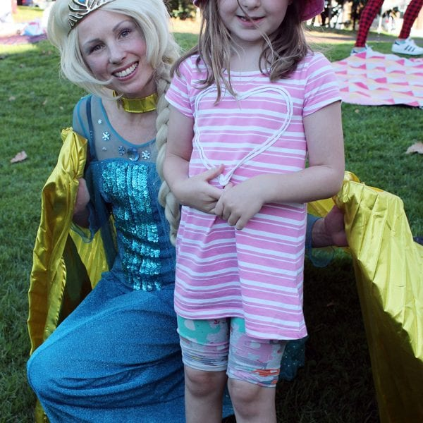 Frozen Queen Elsa with a fan